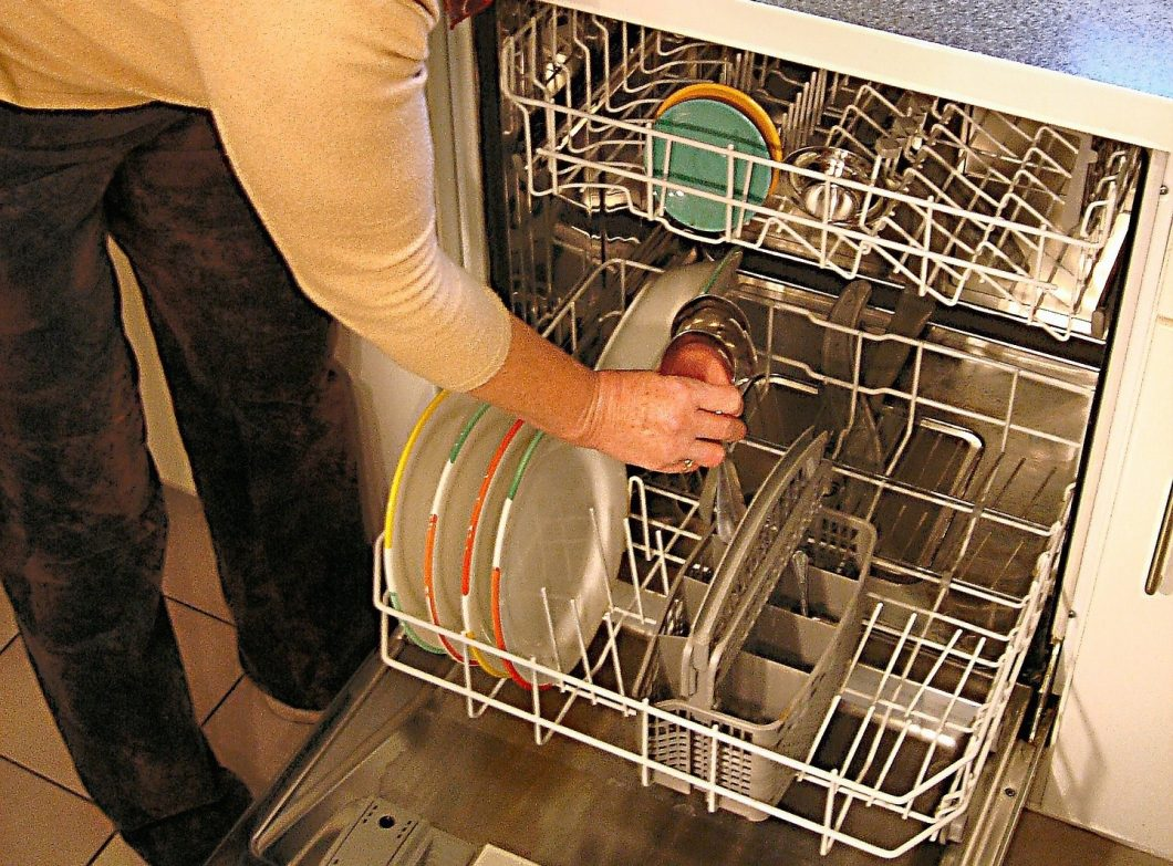 grant-dishwasher-335667_1920